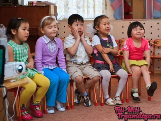 ребенок плачет когда приходит  в детский сад